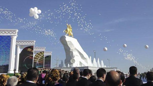 Пам'ятник Бердимухамедову