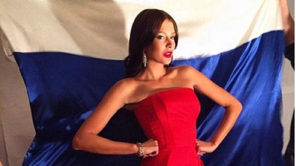В России разгорелся скандал из-за фото обнаженной модели в триколоре