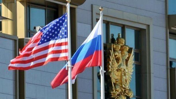 Прапори США та Росії