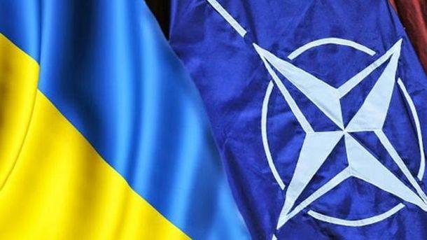 Прапори України та НАТО