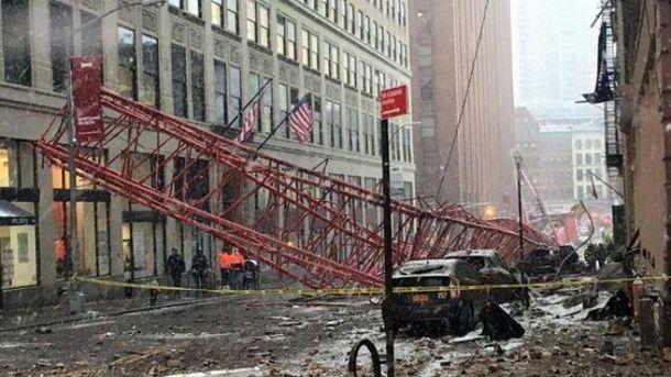 В центре Нью-Йорка упал кран