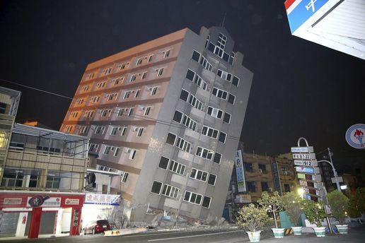 Повреждено здание в Тайване