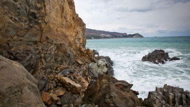 Обваленная скала в Крыму