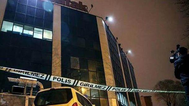 Обстріляна будівля у Стамбулі
