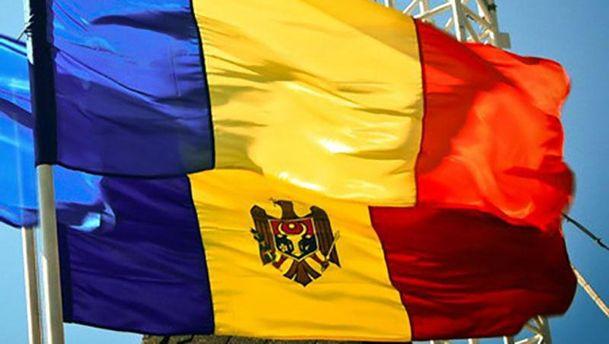 Флаги Румынии и Молдовы