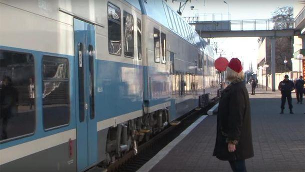 Двоповерховий потяг
