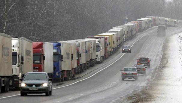 Кабмін закрив для російських вантажівок транзит Україною