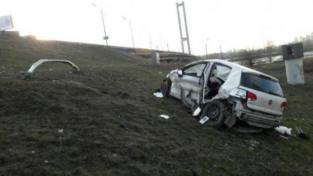 Авто звалилося з Південного мосту