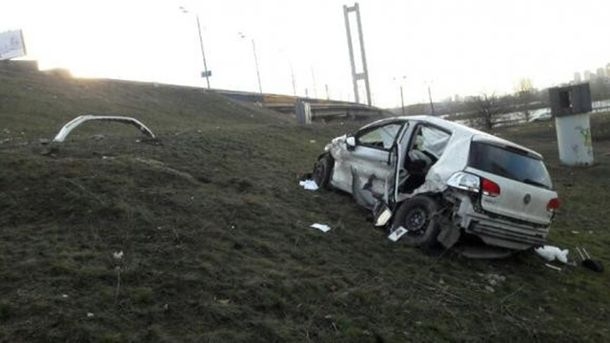 Авто свалилось с Южного моста