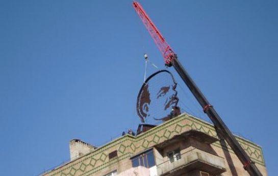 В Первомайске демонтировали гигантский профиль Ленина