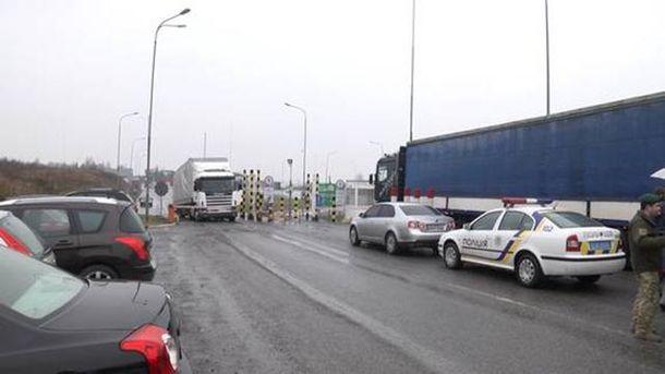Полиция и российские грузовики