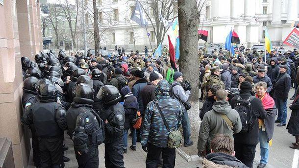 Протест у офиса Ахметова