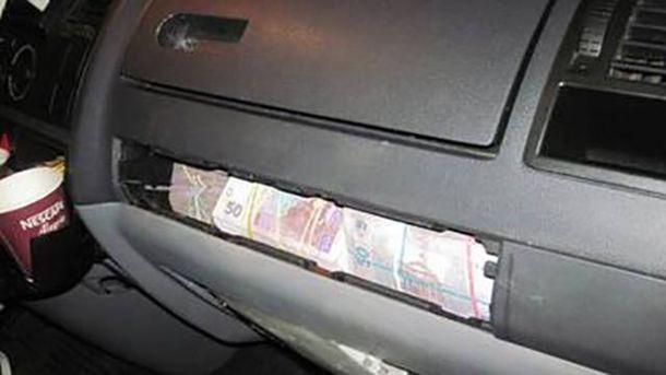 Гроші, сховані у мікроавтобусі
