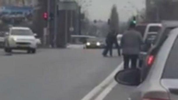 Водії влаштували бійку на дорозу