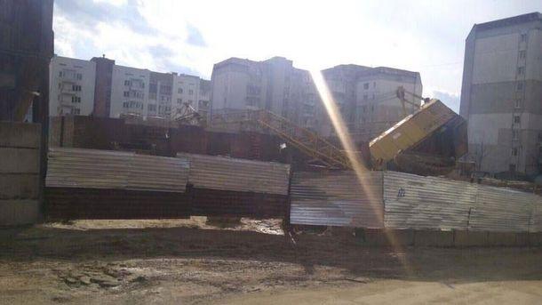 Во Львове упал строительный кран