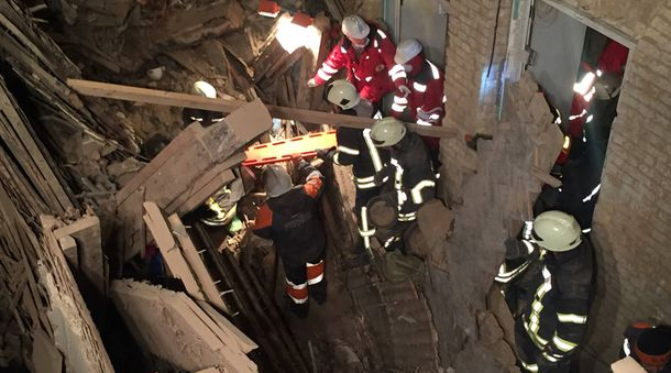 Рятувальна операція на місці завалів