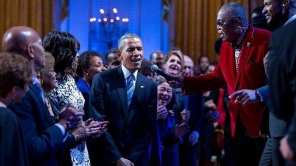 Барак Обама співає