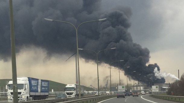 Дым над портом Антверпена