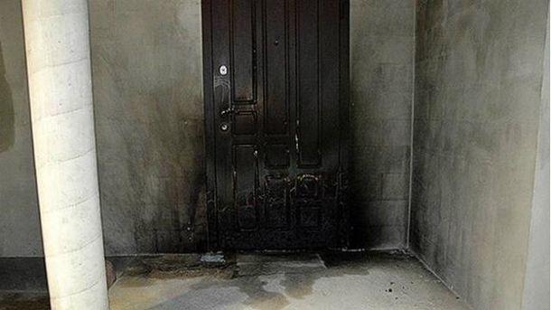Подожженные двери