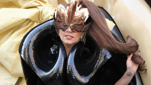 Топ-20 самых эпатажных образов скандальной Леди Гаги