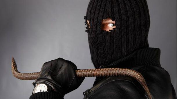 ВКиеве мужчина соружием ограбил банк