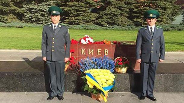 На Аллее городов-героев в Москве возложили цветы ко всем обелискам, кроме Киева - Цензор.НЕТ 6191
