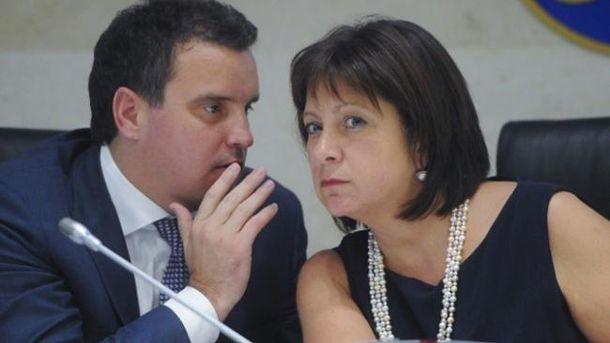 Отставка порядочных украинских министров вызвала удивление, — французский политолог