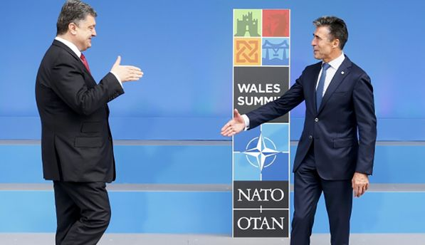 Порошенко объявил перестройку вВооруженных силах Украины ради вступления вНАТО