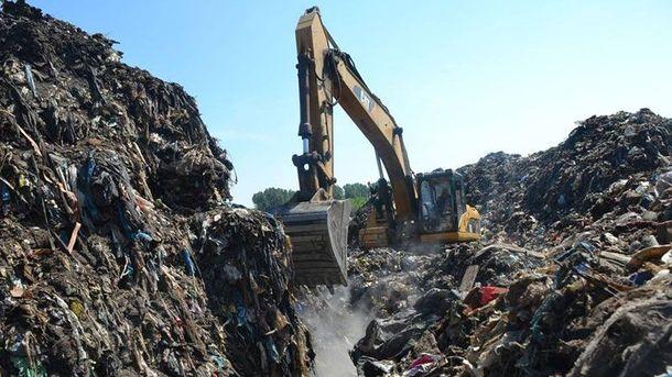 Пошуки комунальника на сміттєзвалищі під Львовом призупинено