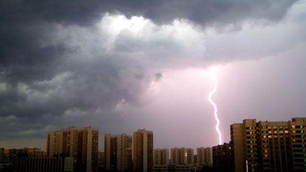 Синоптики прогнозируют вУкраинском государстве грозы иобъявляют штормовое предупреждение