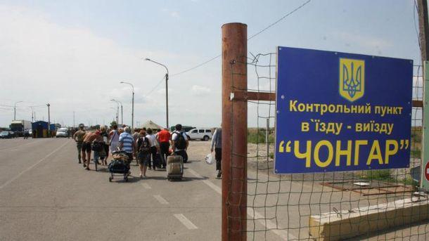 Таможенники пояснили очереди навъезде вКрым