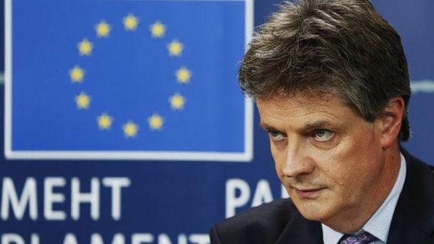 Британский еврокомиссар пофинансовой стабильности уходит вотставку