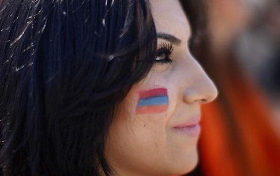 Вірменські жінки вийшли на головну площу Єревану