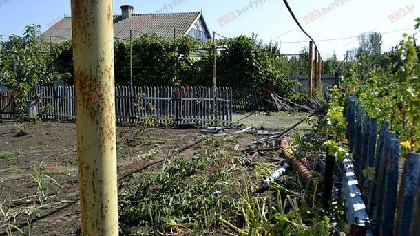 ВЗапорожской области БРДМ Нацгвардии въехал встену частного дома
