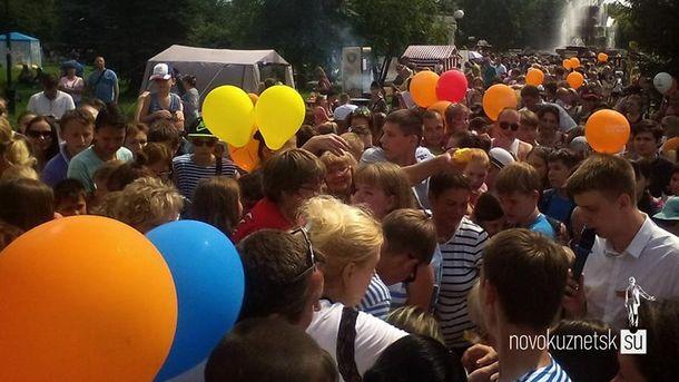 Взрослые ради бесплатного мороженого чуть непоубивали детей вНовокузнецке