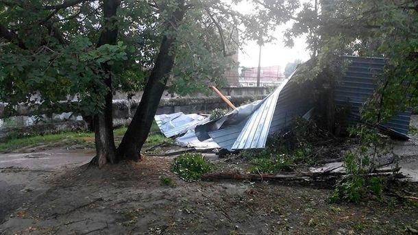 Сорваны крыши иповаленные деревья— Харьковом пронесся циклон