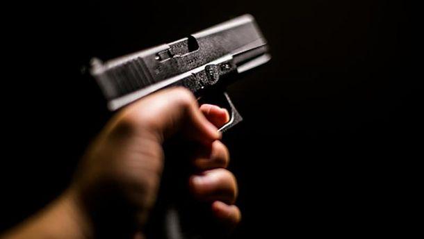 ВРовно произошла стрельба, пострадал полицейский