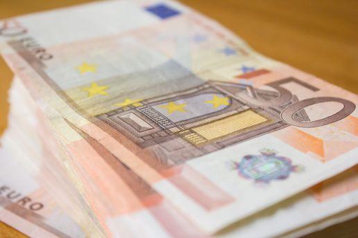 Нацбанк поднял официальный курс доллара иобвалили курс евро