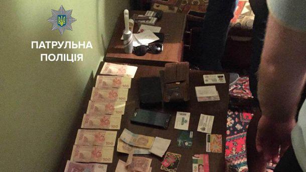 ВКиеве двоих патрульных полицейских задержали навзятке