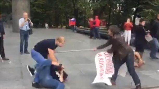 В столице националисты избили участников пикета против войны с государством Украина