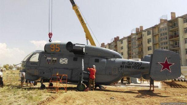 Под Евпаторией устанавливают напостамент списанный корабельный вертолет— монумент металлолому