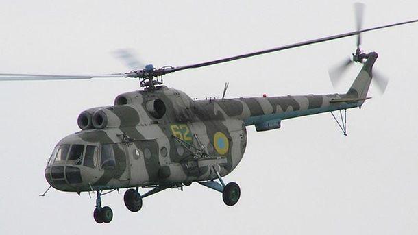 Военный вертолет зацепил провод линии электропередач вДонбассе