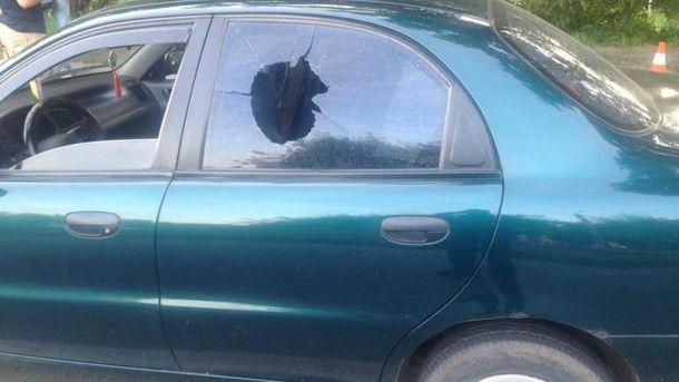 Чоловік у військовій формі почав стрілянину в салоні таксі з автомата