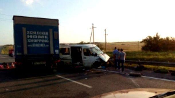 Адресованный в государство Украину автобус попал вДТП вРостовской области
