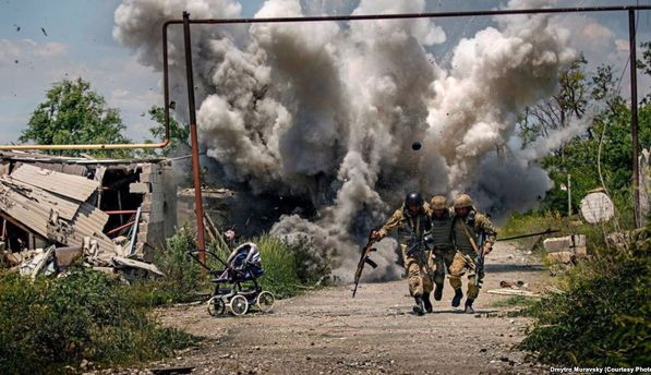 Волонтера ифотографа Муравского сократили сдолжности советника министра обороны