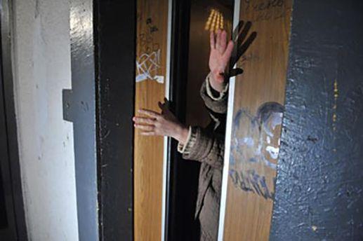 У Києві впав ліфт із людьми всередині