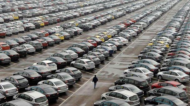 Украинцы ввезили более 1300 автомобилей