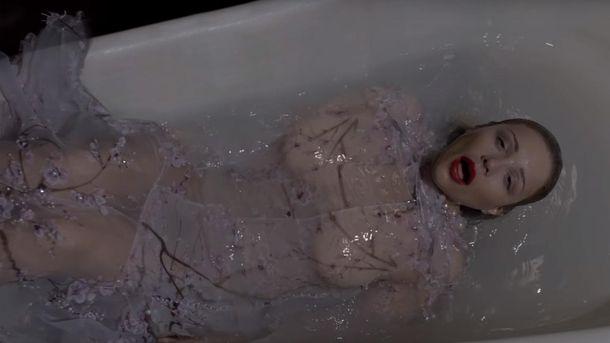 Соблазнительная Тина Кароль в ванной