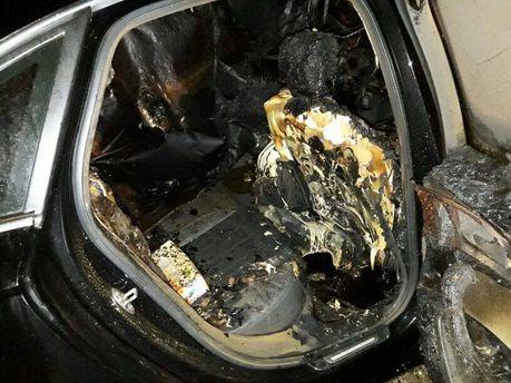 Обгоревший салон автомобиля жены Вячеслава Степченко