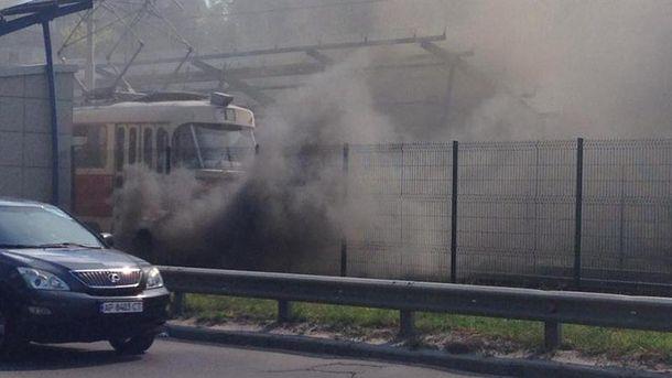 Станция высокоскоростного трамвая безумно задымилась вКиеве: появились фото